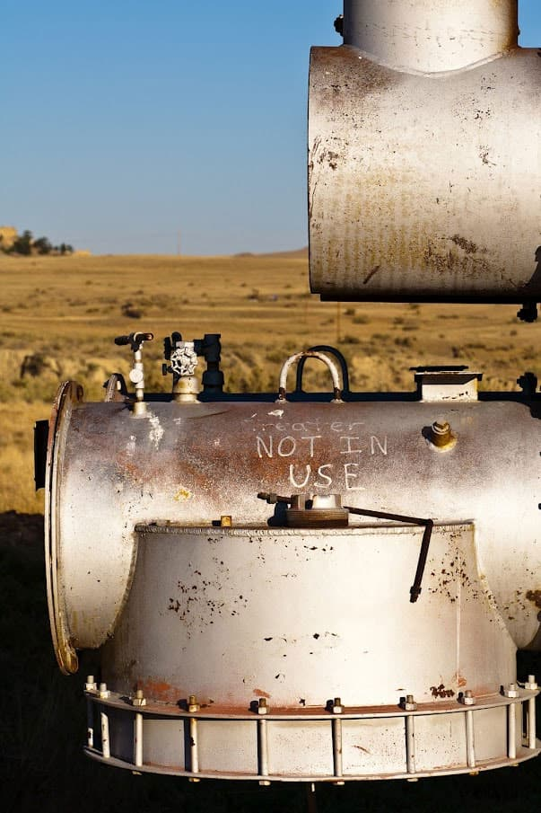 Teapot Dome, non-functioning equipment