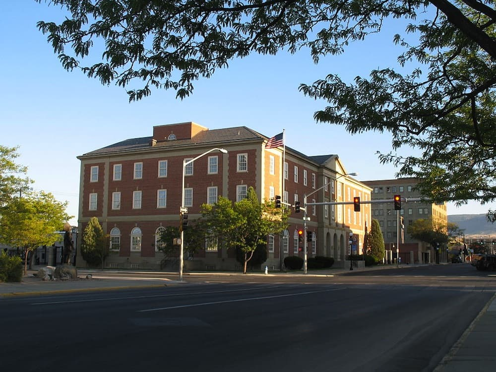 The federal District Courthouse in Casper, Wyoming. Judge Scott Skavdahl will will hear the case Guzzo v. Mead on October 16. Four same-sex coupls including Shelly Montgomery and Brie Barth will be represented by attorneys from the National Center for Lesbian Rights. (Wikimedia Commons — click to enlarge)