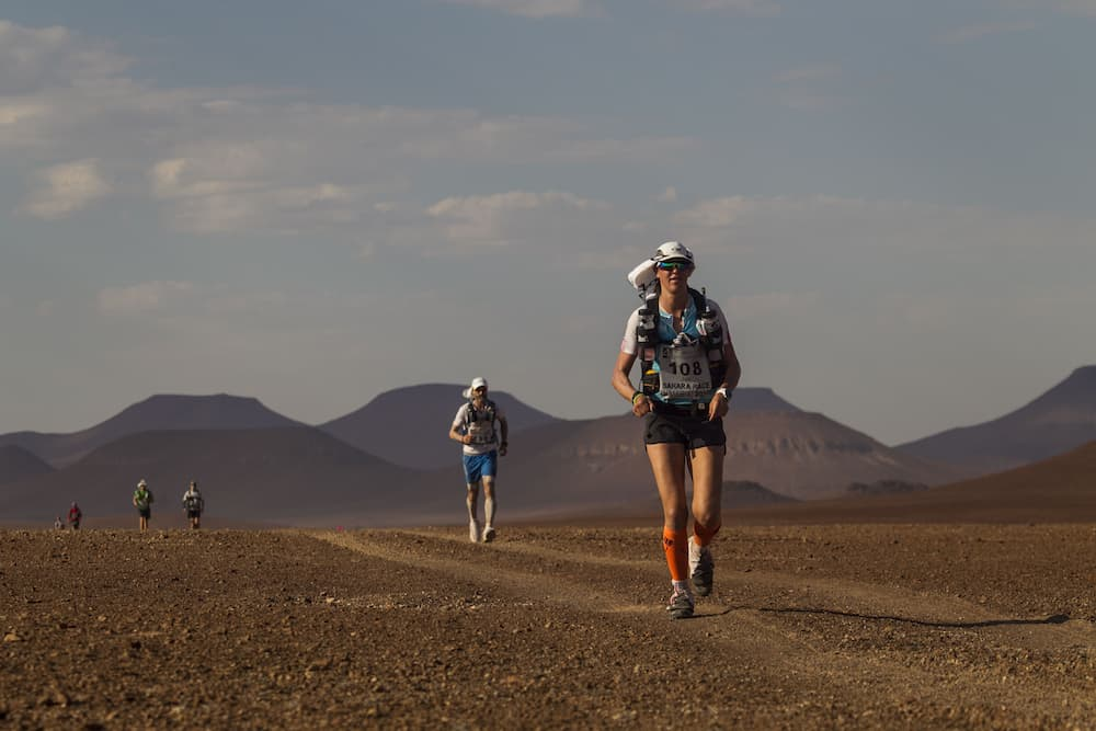 Koudele digging deep across 155 miles of the the Sahara en route to a 29 hours 10 minutes finish — sixth overall and first among the women. (Photo courtesy of www.4deserts.com / Zandy Mangold)